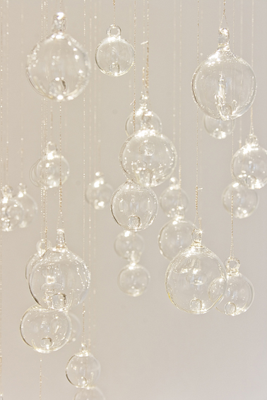 Break the silence, 2012. Glass and woven silver thread. Variable measures.