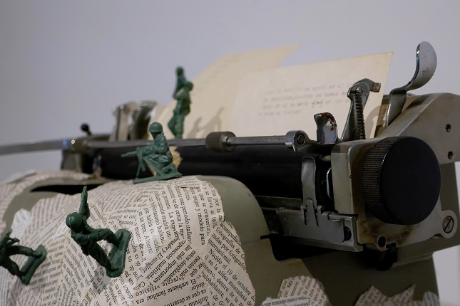"Detail of Bartolomé Ferrando's work, ""Debate"", 1996. Object collage poem. Typewriter, printed paper, plastic soldiers. 27 x 27 x 39 cm."