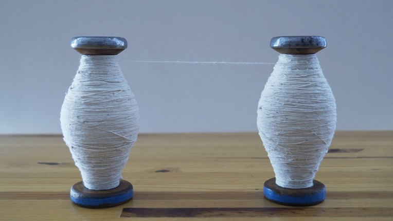 """Fibras (Fibers)"", 2014. Two wooden and metal reels and cotton thread. 15 x 6 x 100 cm."